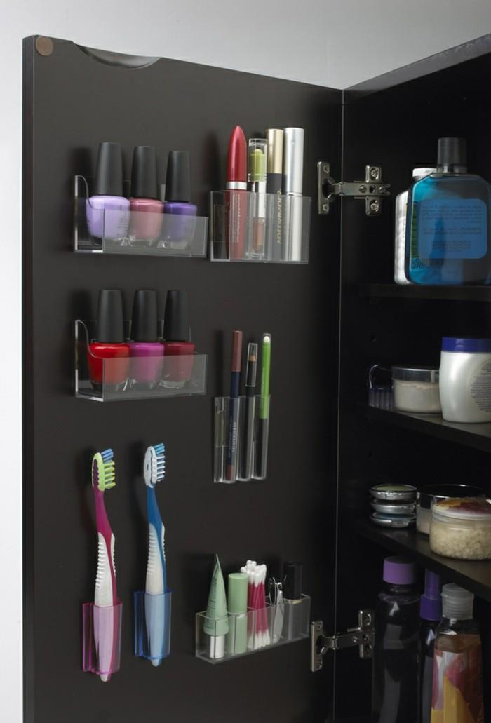 wohnideen-selber-machen-badezimmer-regale-tür-kosmetik-zahnbürsten-nagellack