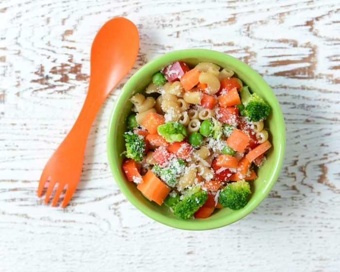 Nudelsalat für Kinder: Makkaroni mit Gemüsen