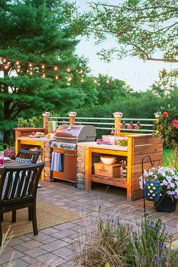 eine schöne Sommerküche mit Grill - die lustigen Abende sind garantiert