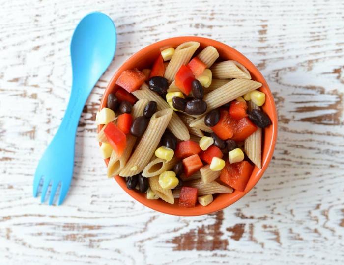 Nudelsalat für Kinder: Penne-Salat mit verschiedenen Arten von Gemüsen