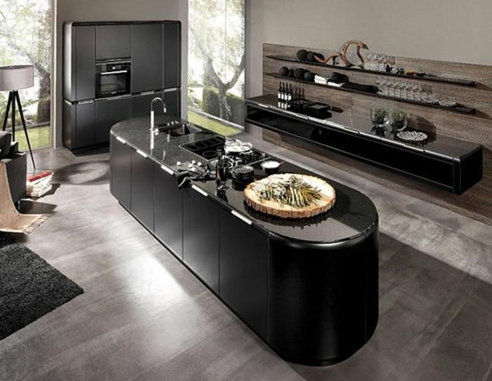 4küche-streichen-cremeweiß-rückwand-holz-kochinsel-schwarz-küchenschränke-schwarz-laminatboden-grau