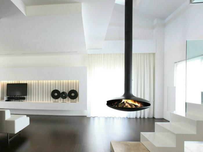 4offener-kamin-luftkamin-dunkler-laminatboden-weiße-treppen-weiße-couch-weißer-vorhang-wanddeko