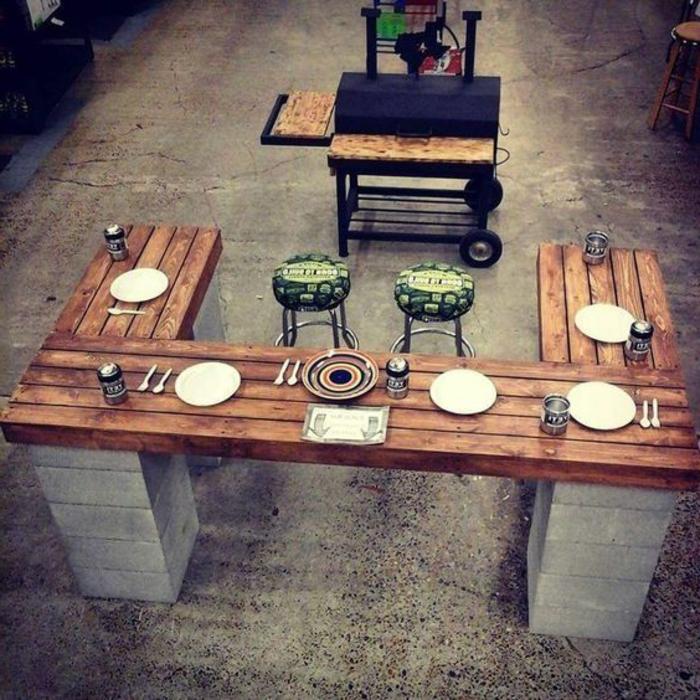 Gartenküche mit Bar und transportablem Grill