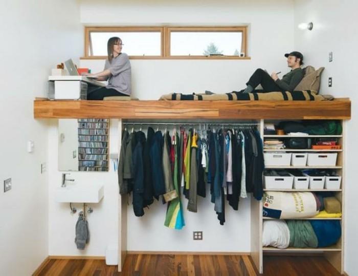 6kleine-räume-geschickt-einrichten-hochbett-holz-kleiderstange-regale-waschbecken-spiegel-parkettboden