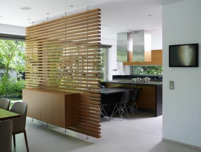 7offene-küche-trennen-optische-raumtrennung-esszimmer-esstische-polsterstühle-schwarze-plastikstühle
