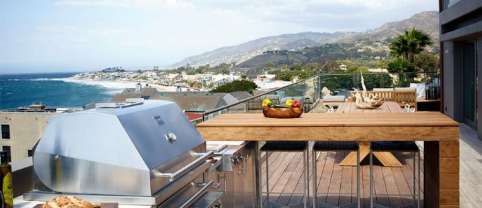 Meereshaus mit Outdoor Küche auf der Dachterrasse
