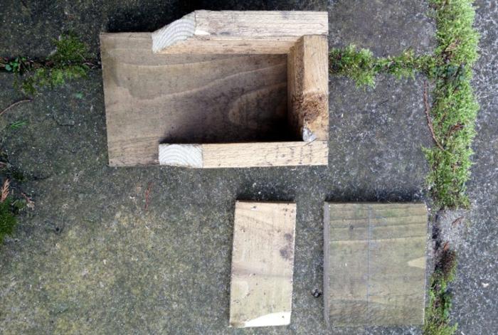 Vogelhaus bauen: Holzbretten mit 2 cm Stärke