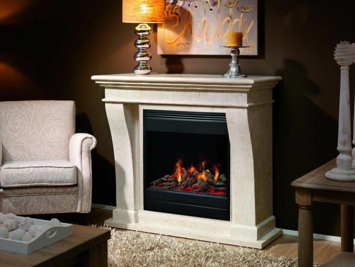 8offener-kamin-marmor-cremeweiß-teppich-creme-laminatboden-polstersessel-weiß-holztisch-kerze-moderne-lampe