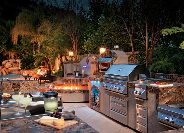 Grillküche im Außenbereich mit Schwimmbad und Waldaussicht