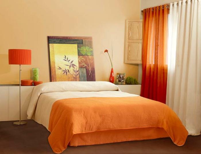 Gemütlichkeit im Schlafzimmer durch farbenfrohe Deko Elemente
