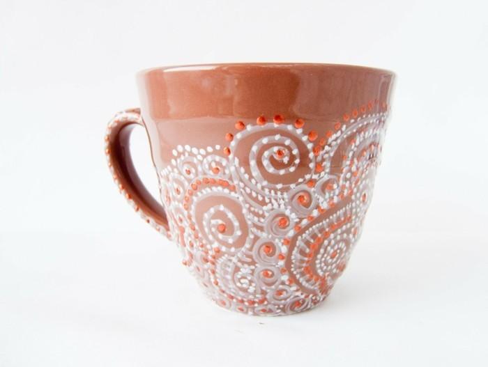Tassen-bemalen-keramische-tasse-mit-ornamenten-und-glasperlen