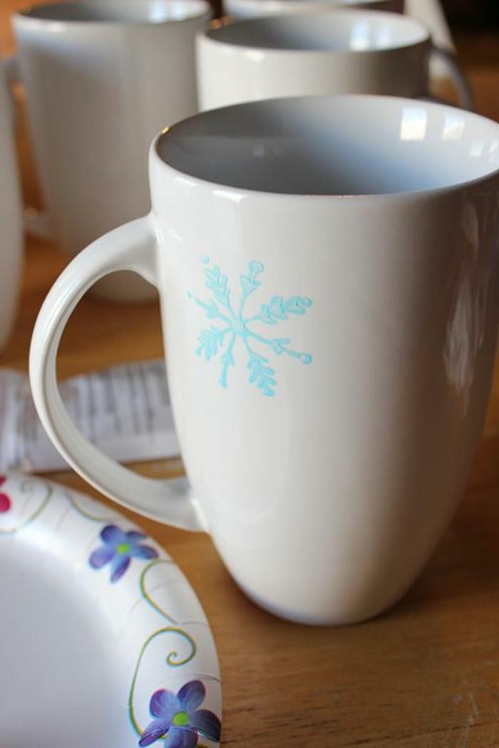Tassen-bemalen-mit-einem-schneeflocken-ganz-schlichtes-design