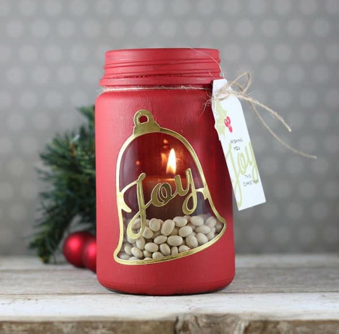 Gläser weihnachtlich dekorieren - Freunde geschrieben mit goldenen Buchstaben in Glocke