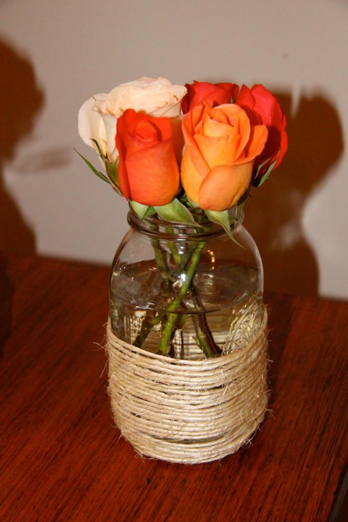 Große Gläser dekorieren - schlichtes Design mit Rosen