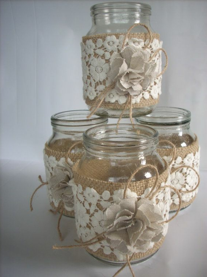 Spitze und Sackleinen in Kombination wie Blumen - große Gläser dekorieren