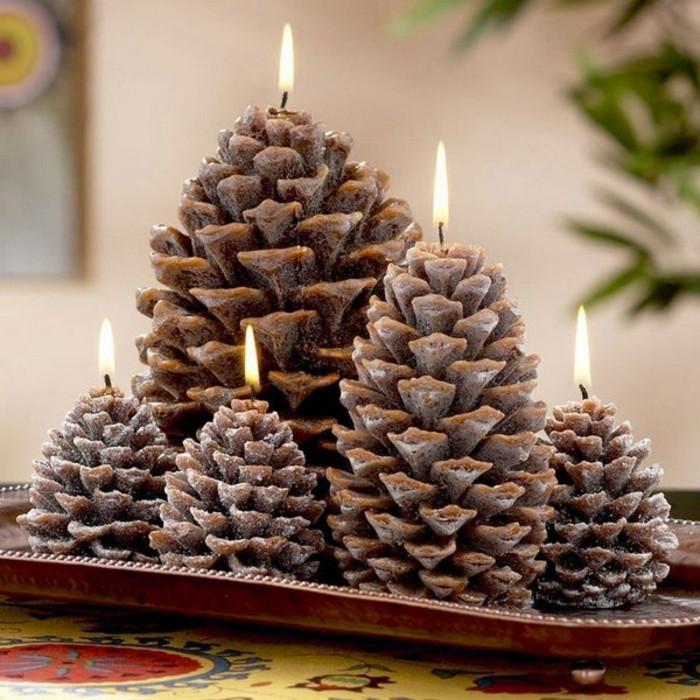 Weihnachtsdeko-mit-tannenzapfen-adventskranz-mit-kerzen-aus-tannenzapfen