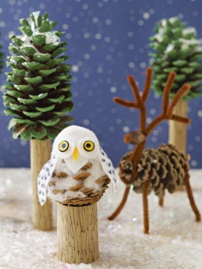 Weihnachtsdeko-mit-tannenzapfen-ein-wald-aus-figuren-eule-bäume-rentier