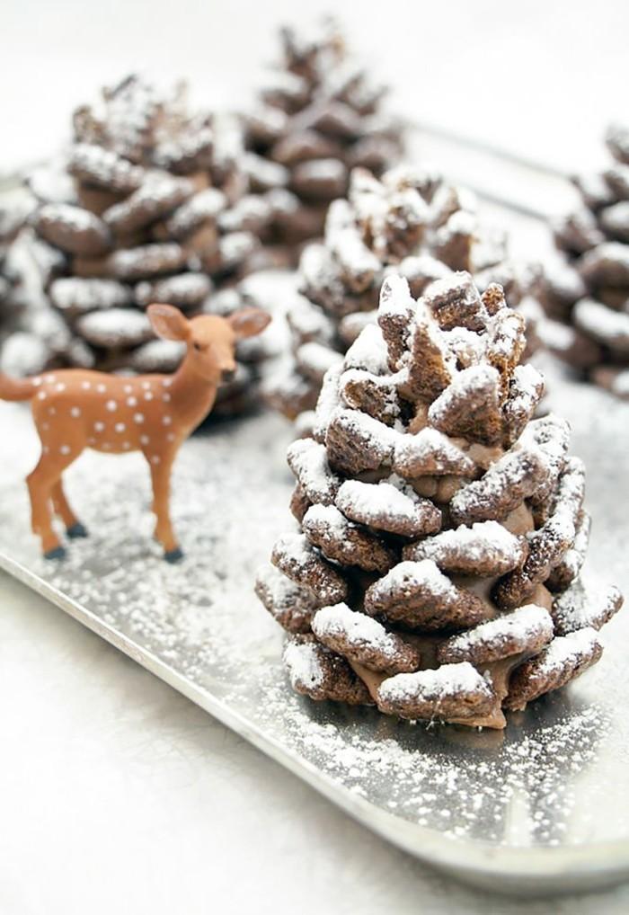 Weihnachtsdeko-mit-tannenzapfen-mit-künstlicher-schnee-und-bambi