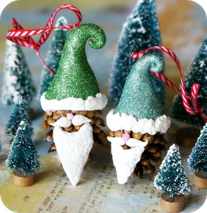 Weihnachtsdeko-mit-tannenzapfen-wie-die-elfen-von-weihnachtsman-mit-bart-und-käppchen