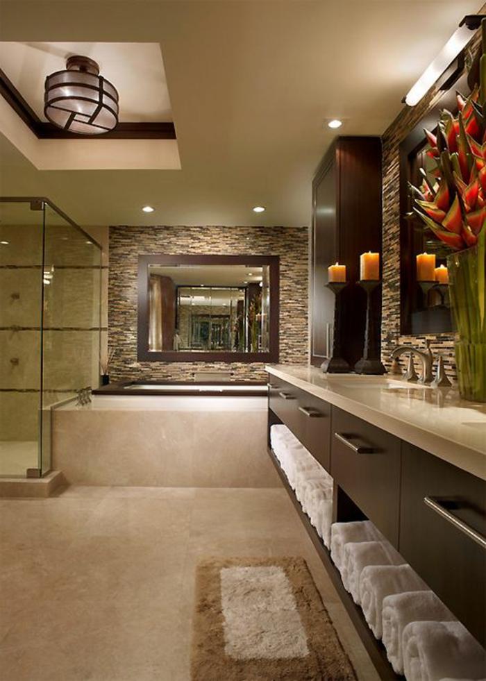 badezimmer gestelten in braun mit tapeten und keramifliesen