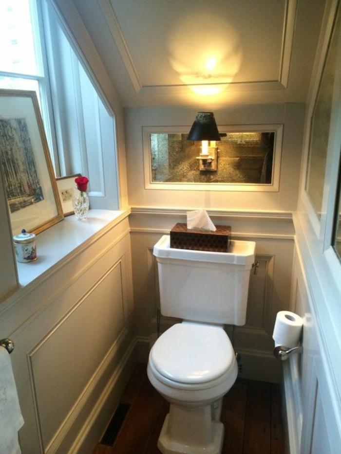toilette im landhausstil fensterbrett innen holz mit deko