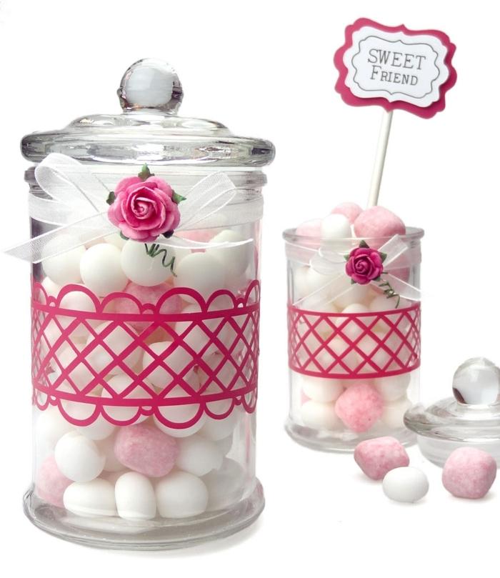 Rosa Spitze, weißes Band und kleine Rose - Weckgläser dekorieren