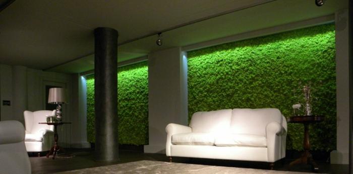 basteln-mit-moos-wandgestaltung-mit-moos-weißes-sofa-enormes-wohnzimmer
