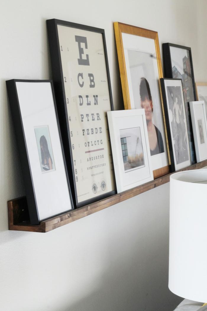 Fotoregal mit die Tabelle eines Augenarztes