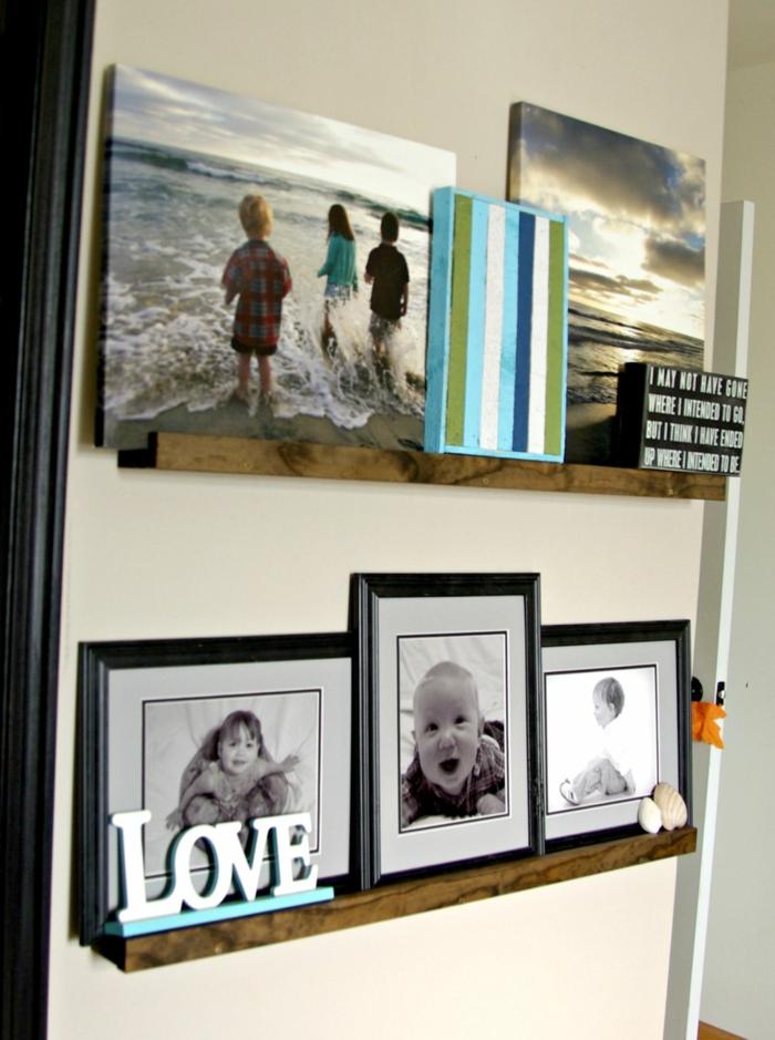 ein Zitat für die Familie auf schwarzem Tafel und viele Familienfotos auf Fotoleiste
