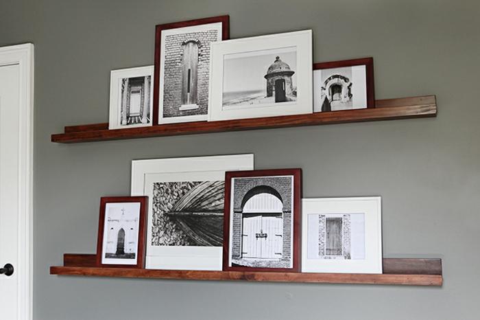 Fotoleiste aus Holz mit schwarz-weiße Fotos von den Wundern der Architektur