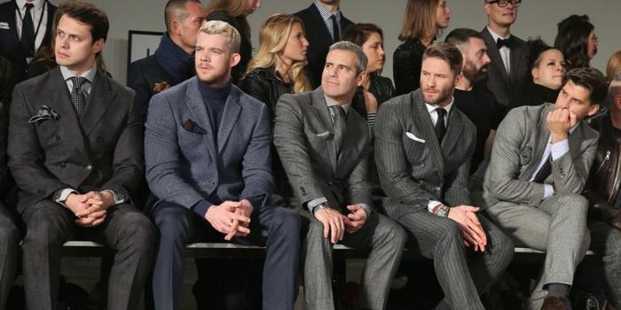 wie reagiert das publikum wenn sie sich nicht angemessen anziehen männer in anzügen zuschauer