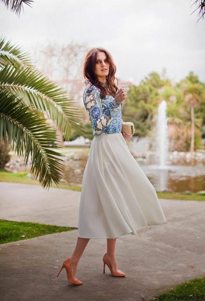 sportlich elegant eher elegant wunderschöne frau italienischer stil von bekleidung blaue bluse rock