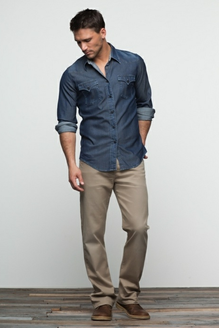 sportlich elegant einen mann mit jeanshemd beige slim fit jeans hose schlupfschuhe model