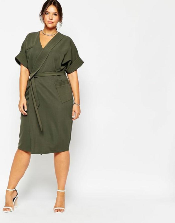 businesskleidung-damen-schoenes-kleid-in-gruen-knielaenge-elegante-frau-in-plussize-model-ideen