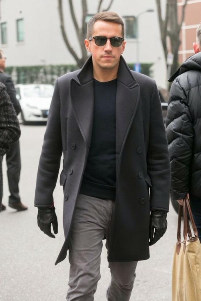 modern trendy kombination aus schwarz und grau brille handschuhe dezente frisur mann