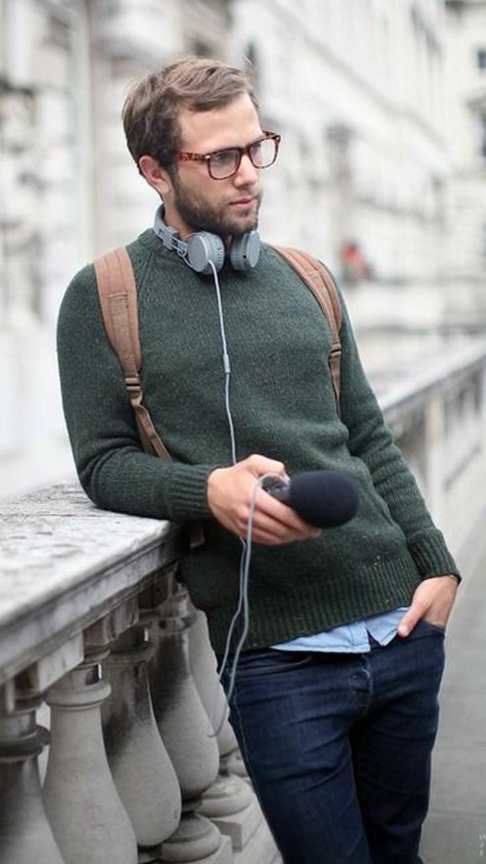 bequemer und toller look in der stadt grüne pullis kopfhörer jeans brille frisur selber schaffen