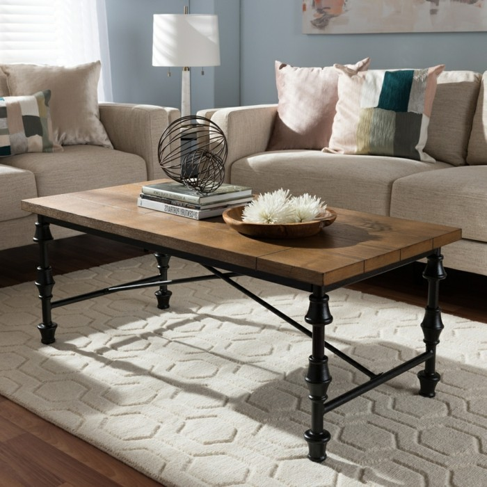couchtisch-industrial-holz-braun-schwarz-weißer-plüschteppich-parkettboden-cremeweiße-couch