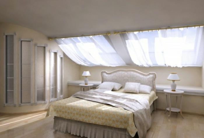 dachgeschoss-schlafzimmer-und-gardinen-für-dachfenster