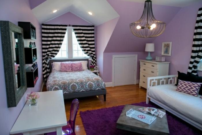 dachschräge-schlafzimmer-mit-schwarz-weissen-gardinen
