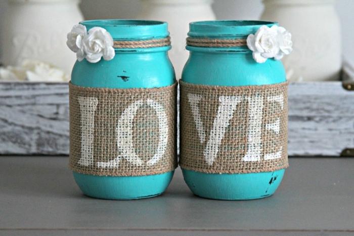 Weckgläser dekorieren mit dem Aufschrift Liebe wenn sie nebeneinander sind