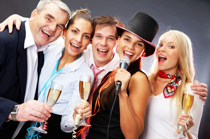 dresscode festlich elegant karaoke party für den kollegen veranstalten motivparty im büro ideen