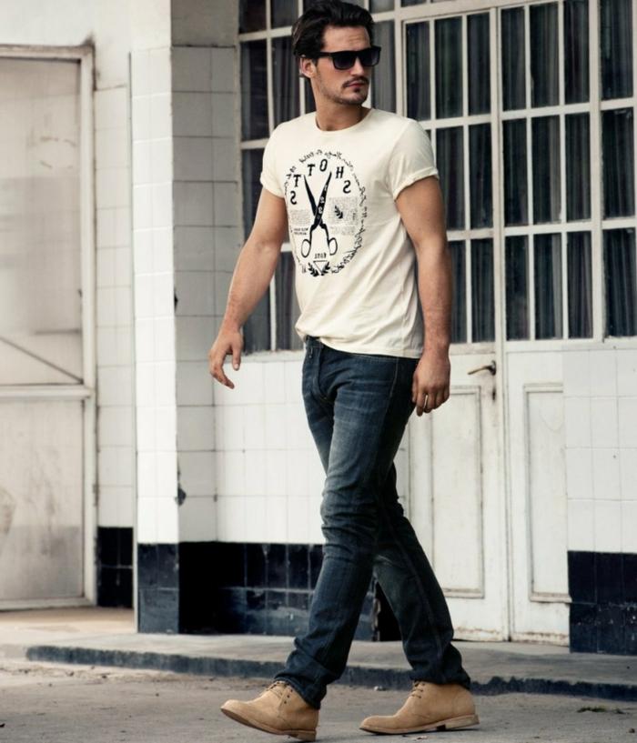 jeans clarks und t-shirt mit brillen schön trendy und bequem sich alltäglich so anziehen
