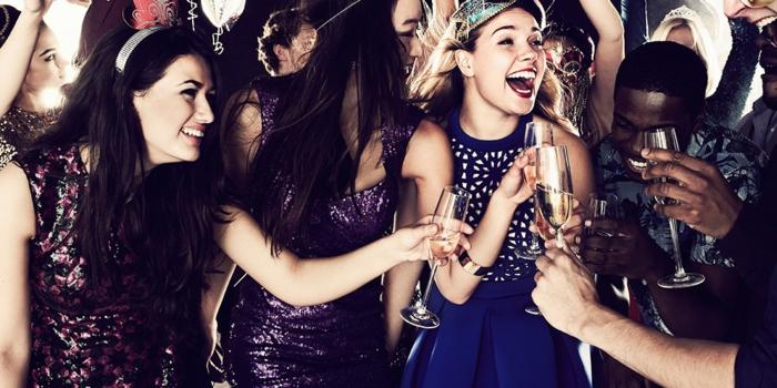 dresscode für firmenparty ideen fett feiern tolle partys mit jungen mitarbeitern firma ideen