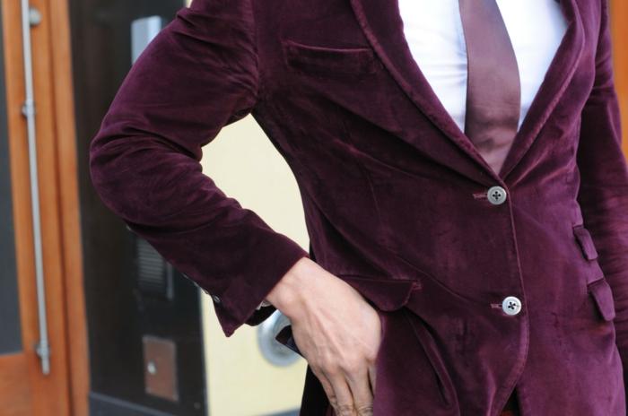 dresscode casual chic männer tragen sehr elegant und toll die rote farbe roter blazer aus samt
