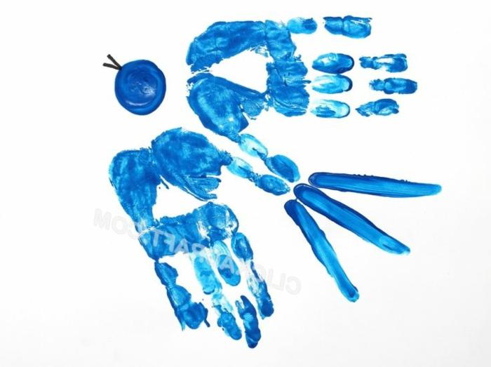 eine blaue schwalbe - bild mit handabdruck