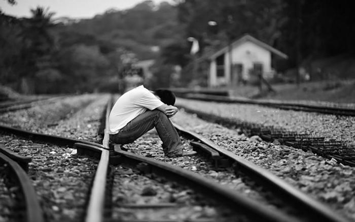 einsamer-mann-schwarzweiße-bilder-zum-weinen