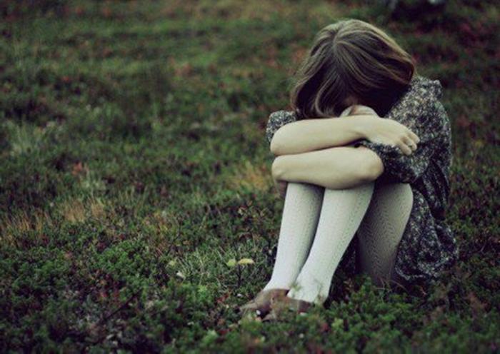 einsames-mädchen-trauriges-bild