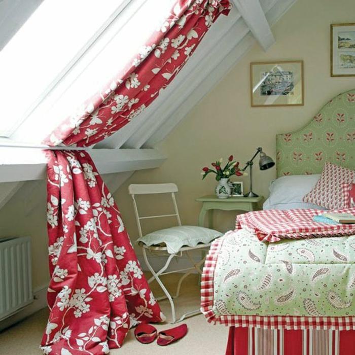 farbige-gardinen-für-dachfenster-mit-blumen-mustern