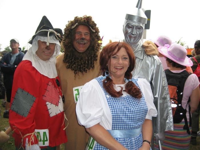Gruppe Karnevalkostüm von alten Freunde wie Zauberer von Oz