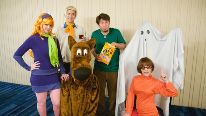 eine Gruppe aus Scooby Doo - vier Helden, Gespenster und Hund - Gruppenkostüme Ideen